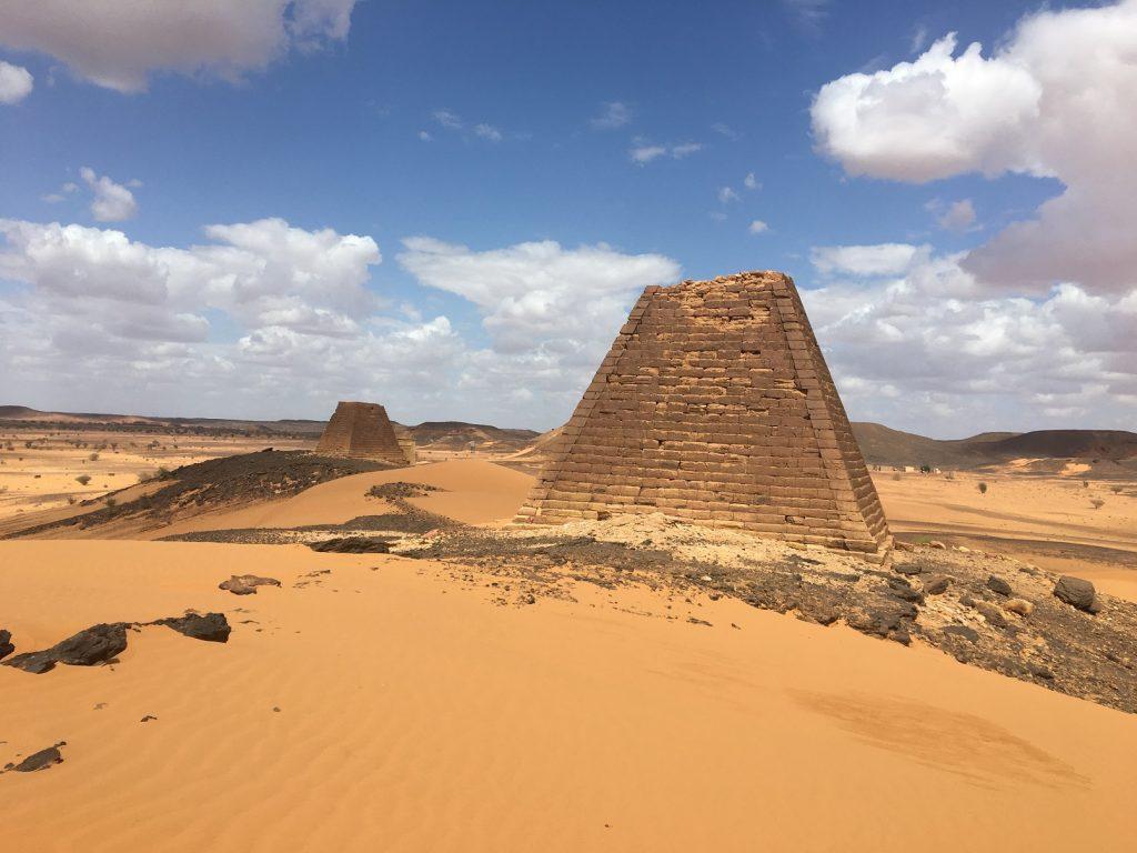gambar piramida di sudan tepatnya di kota shendi